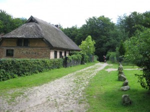 domek s rakosovou strechou u Hagenu