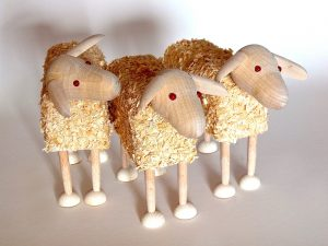 drevena hracka ovce