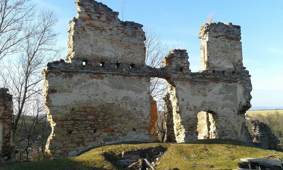 Zřícenina zámečku Zásadka u Mnichova Hradiště