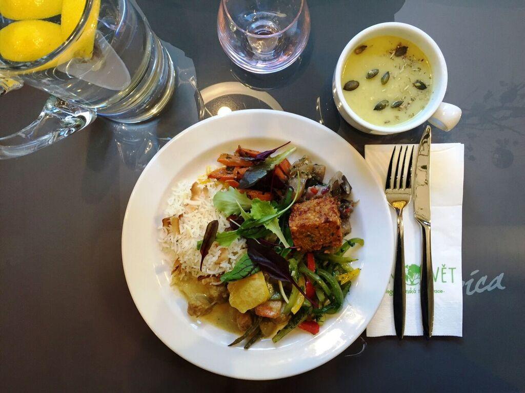 Navštivte vegetariánskou restauraci…