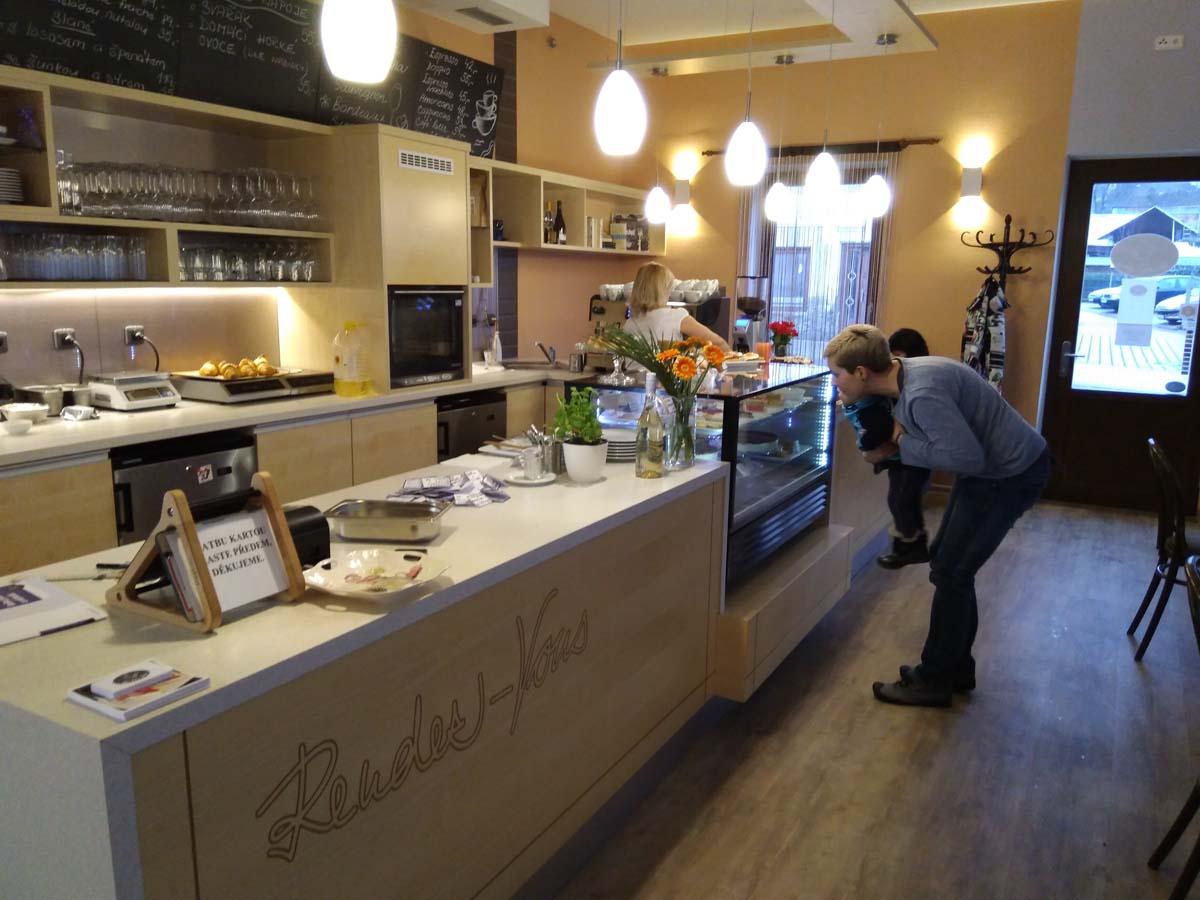 Café Rendez-Vous: trocha Francie u Mladé Boleslavi